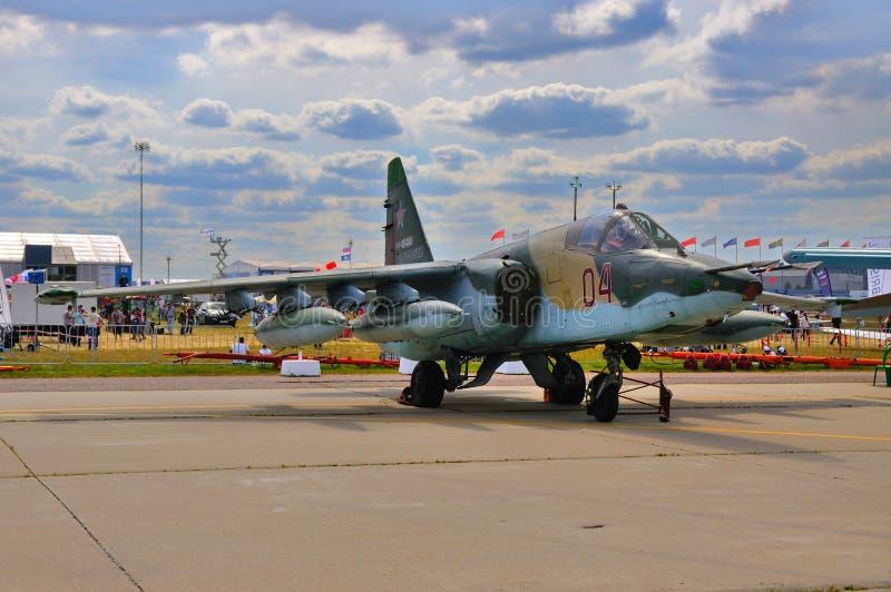 MOSKOU, RUSLAND - AUGUSTUS 2015: aanvalsvliegtuigen su-25 Frogfoot presen stock fotografie