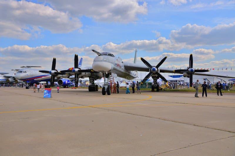 MOSKOU, RUSLAND - AUGUSTUS 2015: strategische bommenwerper Turkije-95 draagt voorgesteld stock foto's