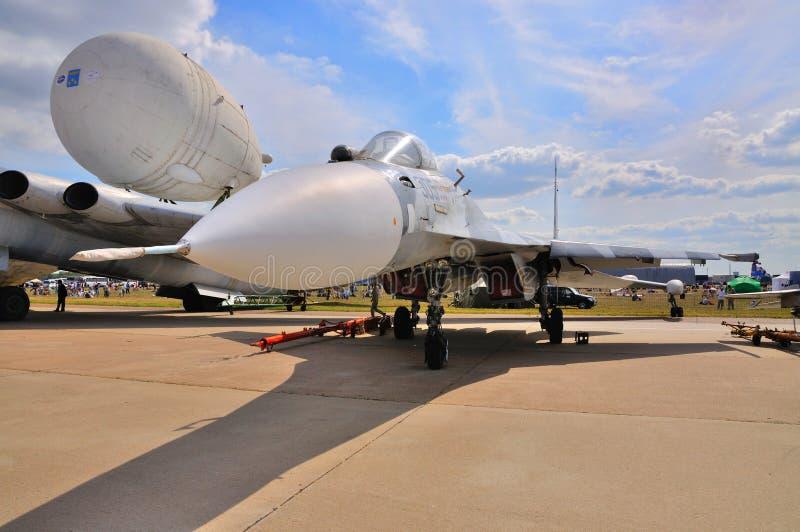 MOSKOU, RUSLAND - AUGUSTUS 2015: Su-27 die Flanker bij 12de M wordt voorgesteld royalty-vrije stock foto