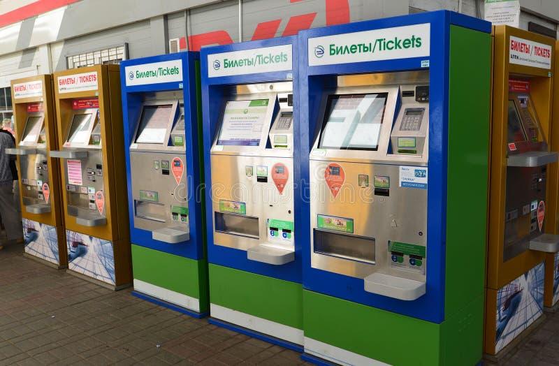 MOSKOU, RUSLAND - 17 06 2015 binnenland van Kazansky-station terminal om treinkaartjes te kopen royalty-vrije stock foto's