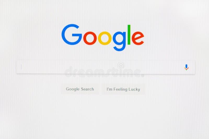 MOSKOU, RUSLAND - DECEMBER, 2017: Google-de homepage van het beginweb op computermonitor Google is Amerikaans wereldberoemd multi royalty-vrije stock afbeeldingen