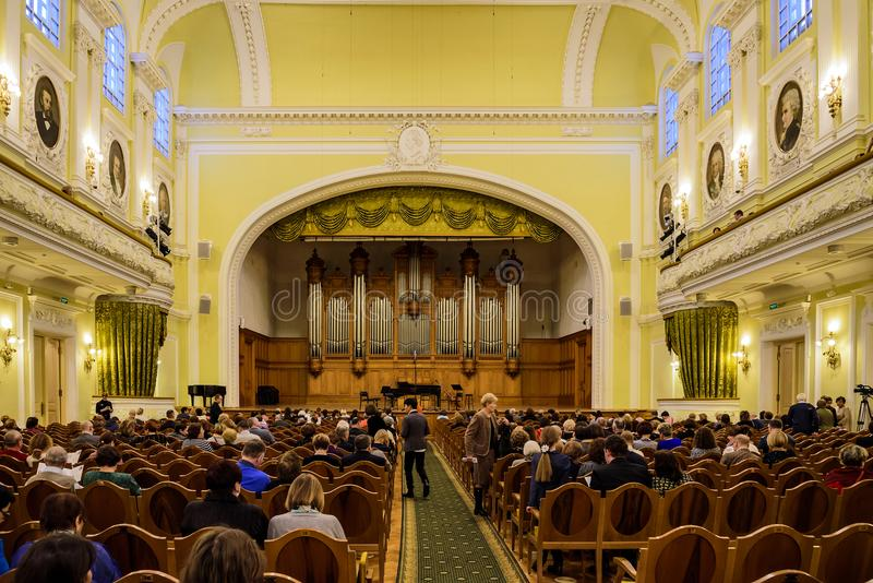 Moskou, 30 Rusland-December, 2017: Grote Zaal van de Serre van Moskou Tchaikovsky Een mening van het stadium royalty-vrije stock foto