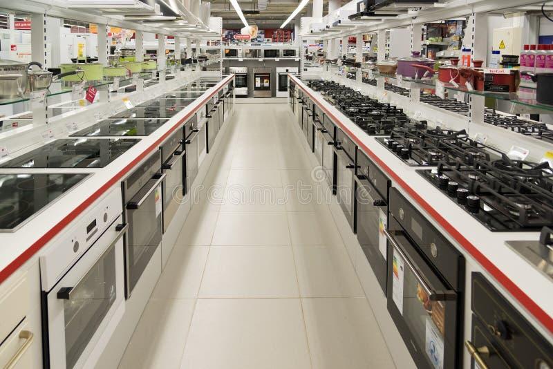 Moskou, Rusland - Februari 02 2016 kooktoestellen in Eldorado, grote grootwinkelbedrijven die elektronika verkopen royalty-vrije stock foto