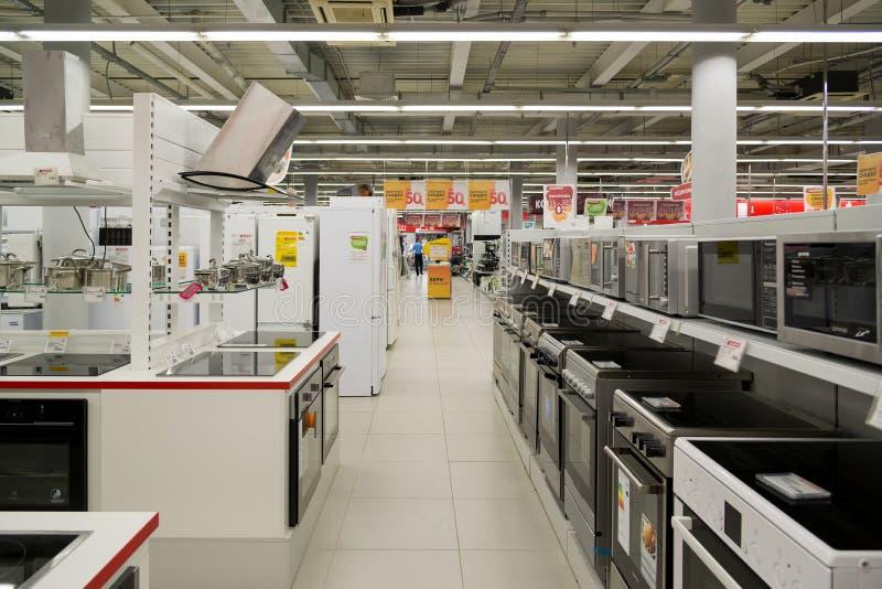 Moskou, Rusland - Februari 02 2016 kooktoestellen in Eldorado, grote grootwinkelbedrijven die elektronika verkopen royalty-vrije stock fotografie