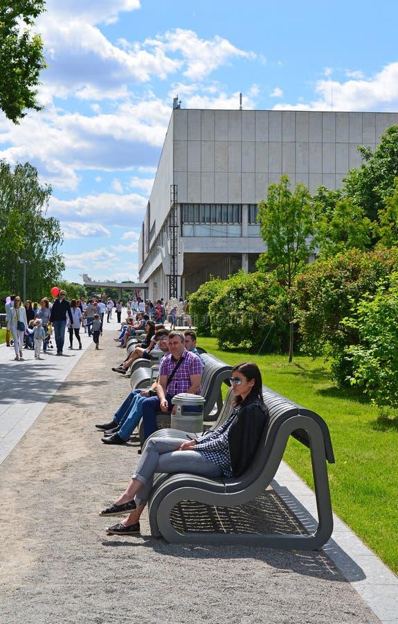 MOSKOU, RUSLAND -12 06 2015 Het park Art Muzeon van mensenrestin Het park wordt gevestigd op een gebied van 23 46 hectaren stock afbeeldingen