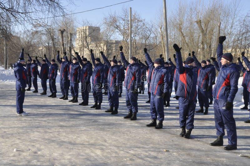 Moskou, Rusland, Januari 2, 2019, sporten en massagebeurtenissen in het 154 afzonderlijk Regiment van Commandantenpreobrazhensky, royalty-vrije stock foto