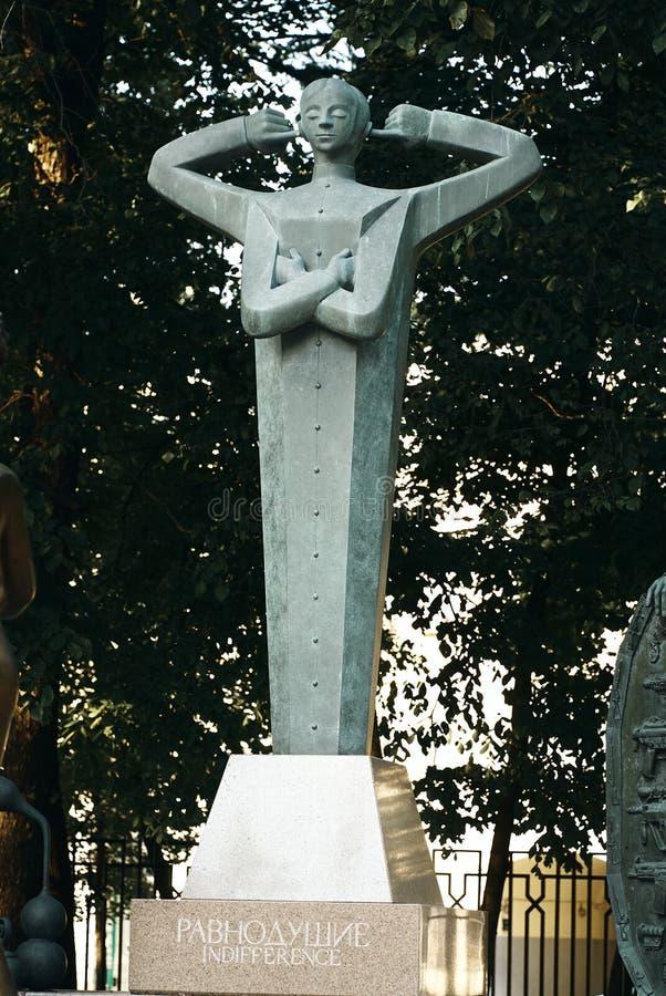 Moskou, Rusland - Juli 24, 2008: De kinderen zijn de Slachtoffers van Volwassen die Ondeugden is een groep bronsbeeldhouwwerken d royalty-vrije stock foto