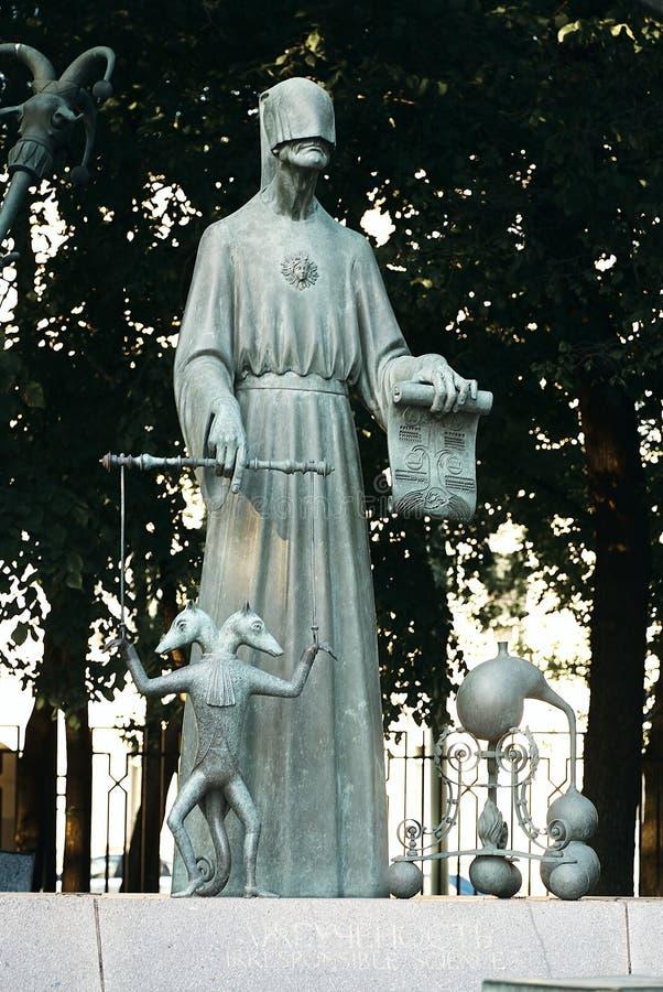 Moskou, Rusland - Juli 24, 2008: De kinderen zijn de Slachtoffers van Volwassen die Ondeugden is een groep bronsbeeldhouwwerken d stock foto