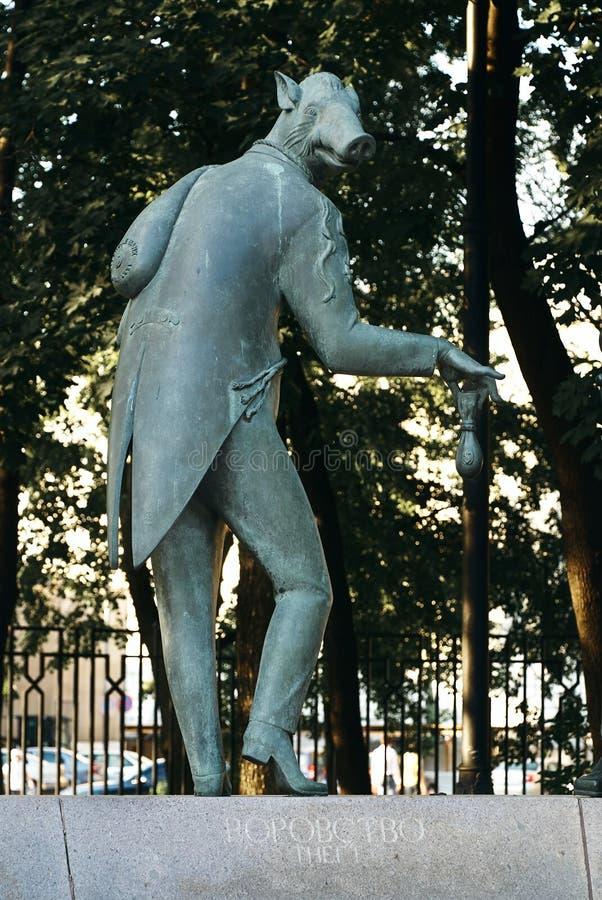 Moskou, Rusland - Juli 24, 2008: De kinderen zijn de Slachtoffers van Volwassen die Ondeugden is een groep bronsbeeldhouwwerken d royalty-vrije stock afbeelding