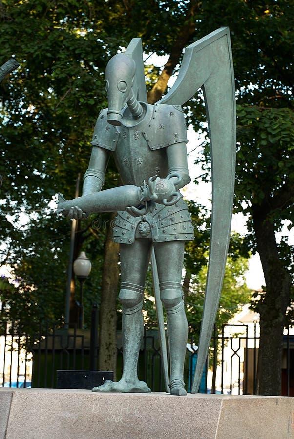 Moskou, Rusland - Juli 24, 2008: De kinderen zijn de Slachtoffers van Volwassen die Ondeugden is een groep bronsbeeldhouwwerken d stock afbeelding