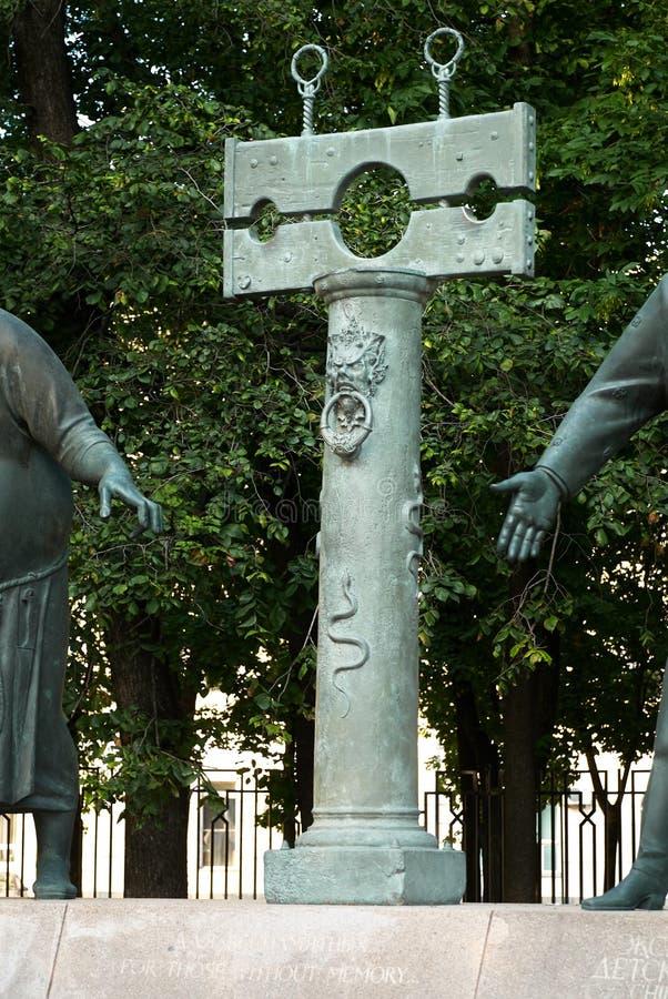 Moskou, Rusland - Juli 24, 2008: De kinderen zijn de Slachtoffers van Volwassen die Ondeugden is een groep bronsbeeldhouwwerken d royalty-vrije stock afbeeldingen