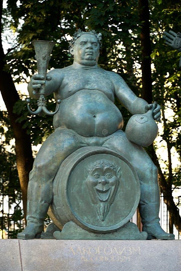 Moskou, Rusland - Juli 24, 2008: De kinderen zijn de Slachtoffers van Volwassen Ondeugden is een groep bronsbeeldhouwwerken die d stock foto's