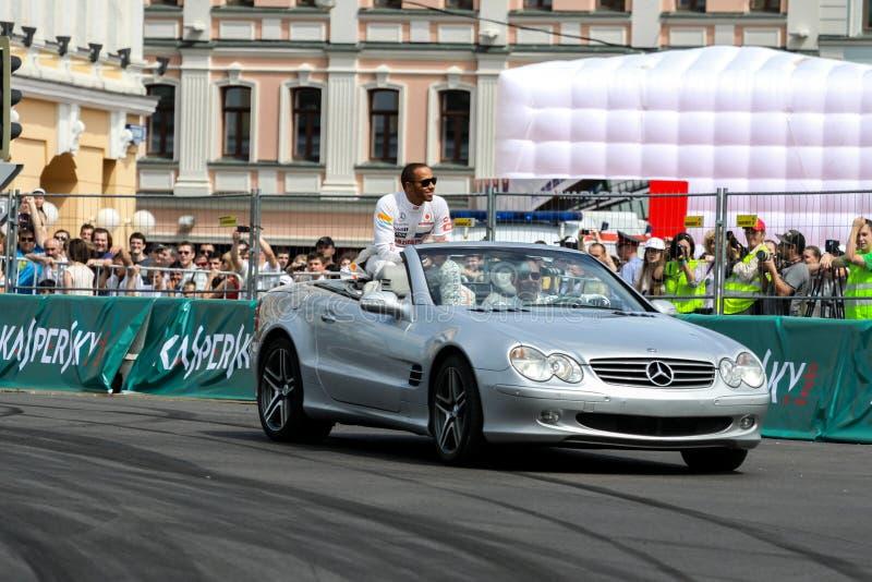 MOSKOU, RUSLAND - JULI 14: De verbazende Stad die van Moskou toont, Moskou op 14 Juli 2014 rennen stock foto