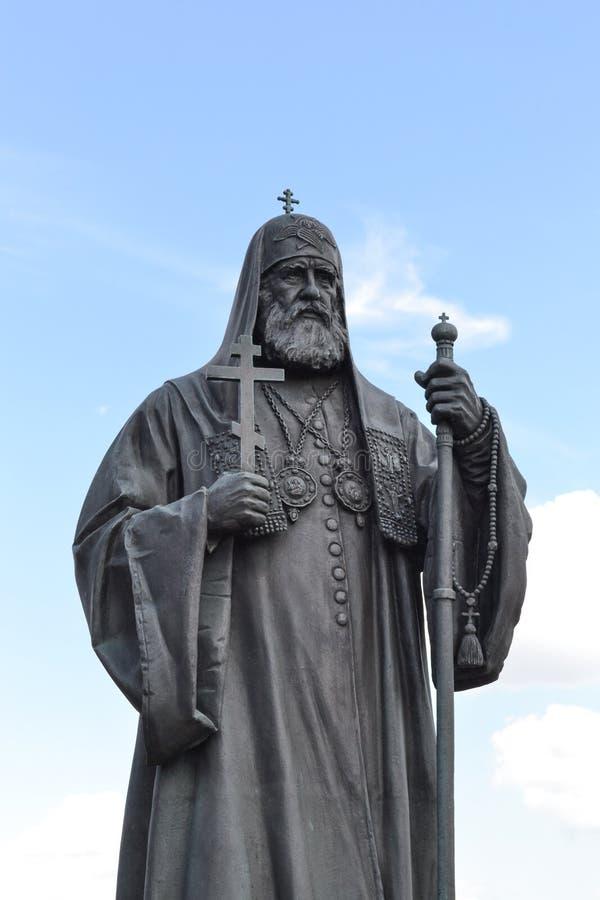 MOSKOU, RUSLAND - JULI 11, 2018: Monument gewijd aan de Patriarch van de Russische Orthodoxe Kerk Christus de Kathedraal van de V royalty-vrije stock foto