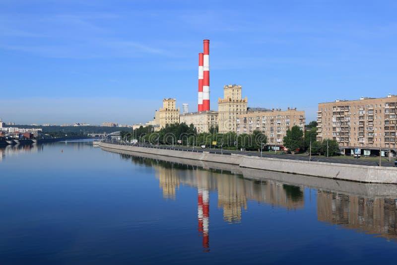 Moskou, Rusland - Juni 16, 2018: Berezhkovskayadijk van de Rivier van Moskou in de ochtend royalty-vrije stock afbeelding