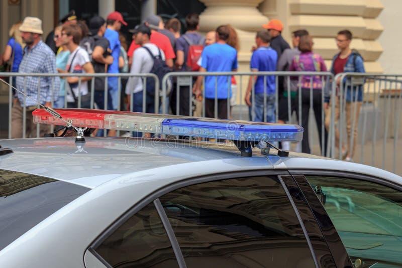 Moskou, Rusland - Juni 21, 2018: Flitslichten op de close-up van het politiewagendak royalty-vrije stock fotografie