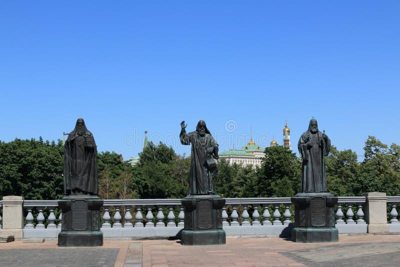 Moskou, Rusland - Juni 13, 2019: Monumenten aan de Patriarchen van de Russische Orthodoxe Kerk stock afbeeldingen