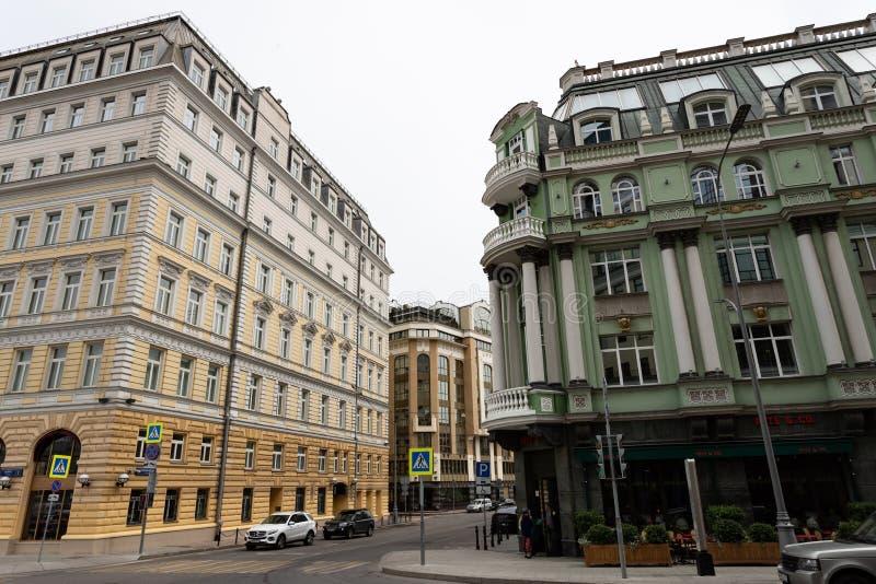 Moskou, Rusland kan 25, de mening van 2019 van Baltschug-straat, oude architectuur van huizen stock afbeeldingen