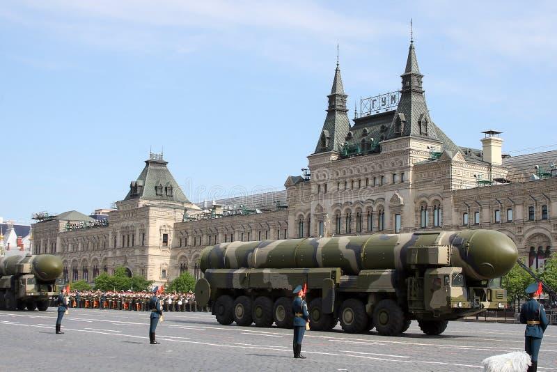 Moskou, Rusland - kan 09, 2008: viering van de parade van Victory Day WO.II op rood vierkant Plechtige passage van militaire uitr royalty-vrije stock afbeelding