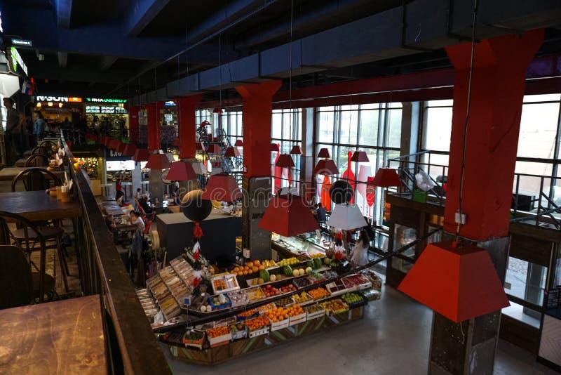 Moskou, Rusland, kleurrijke gesloten voedselmarkt stock fotografie