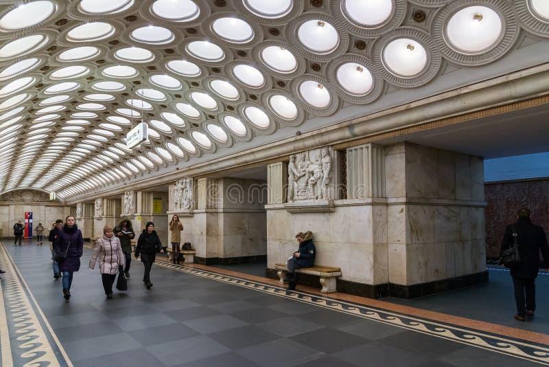 Moskou, Rusland - Maart 5 2016 binnenland van metro post Electrozavodskaya stock afbeelding