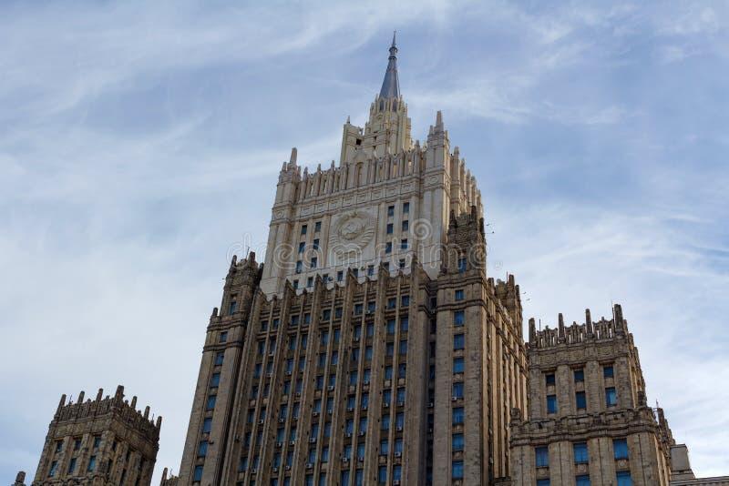 Moskou, Rusland - Maart 25, 2018: De bouw van het Ministerie van buitenlandse zaken van de Russische Federatie tegen de blauwe he royalty-vrije stock fotografie