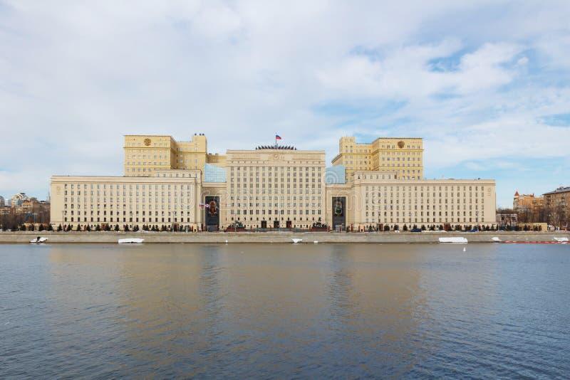 Moskou, Rusland - Maart 25, 2018: De bouw van het Ministerie van defensie van de Russische Federatie op Frunzenskaya-dijk in Mosc royalty-vrije stock afbeelding
