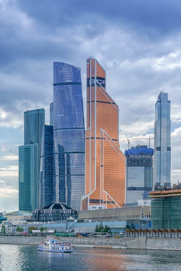 Moskou, Rusland - Mei 26, 2019: De moskou-Stad van wolkenkrabbergebouwen Commercieel van Moskou Internationaal Centrum - een mode stock fotografie