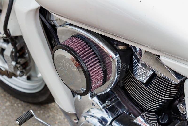 Moskou, Rusland - Mei 04, 2019: De verchroomde motor met luchtfilter van nul weerstand van Suzuki Boulevard M109R cruize motorfie stock foto