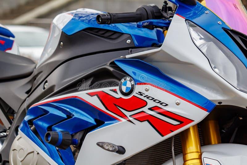 Moskou, Rusland - Mei 04, 2019: Fragment van gekleurde plastic lichaamsuitrusting van BMW-de close-up van de sportenmotorfiets Mo stock foto's