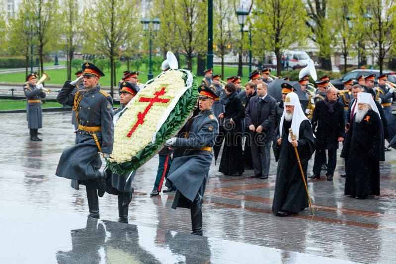 MOSKOU, RUSLAND - MEI 08, 2017: Patriarch van Moskou en al Rus ` KIRILL en de HOGERE GEESTELIJKHEID van de Russische Orthodoxe ge stock afbeeldingen