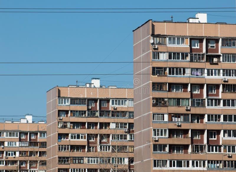 MOSKOU, RUSLAND - 2016: Porechnayastraat, Batayskiy proezd, Bratislavskaya Marynodistrict Typische het leven van Moskou kwarten,  stock fotografie