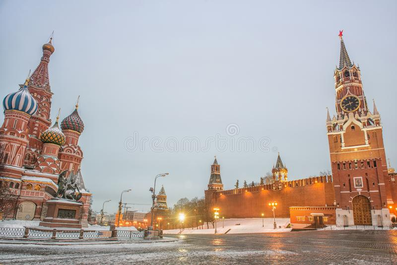 Moskou, Rusland, Rood vierkant, mening van St Basilicum` s Kathedraal stock fotografie