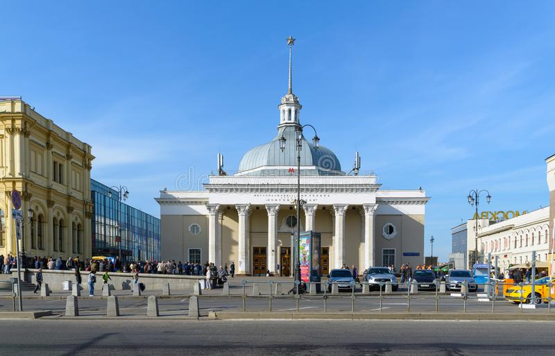 Moskou, Rusland - September 25 2017 Metro de Ring van postkomsomolskaya stock foto