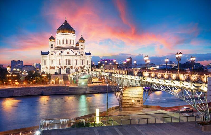 Moskou, Rusland - Zonsondergangmening van Kathedraal van Christus de Verlosser stock foto
