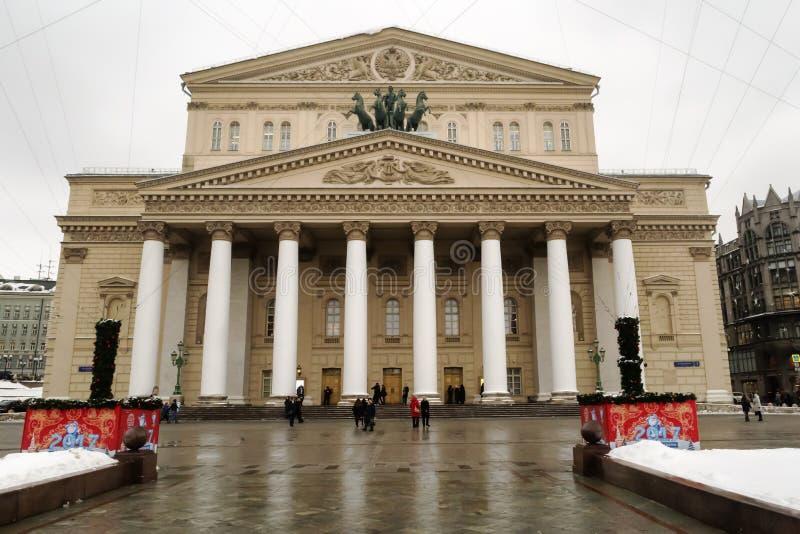 Moskou, Russische Federatie - 28 Januari, 2017 Bolshoitheater door sneeuw wordt behandeld die stock fotografie