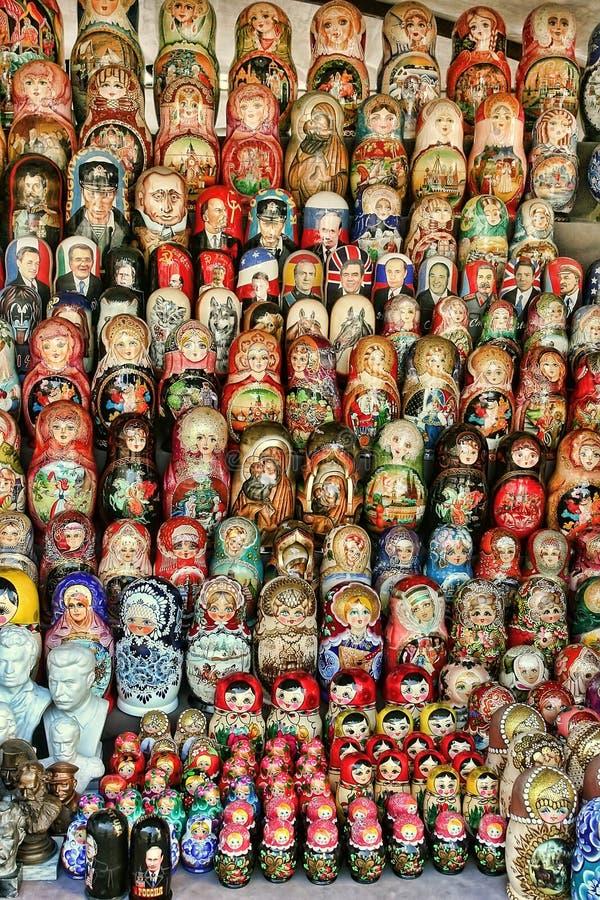 MOSKOU - September 19, 2017: Zeer grote selectie van matryoshkas royalty-vrije stock afbeelding
