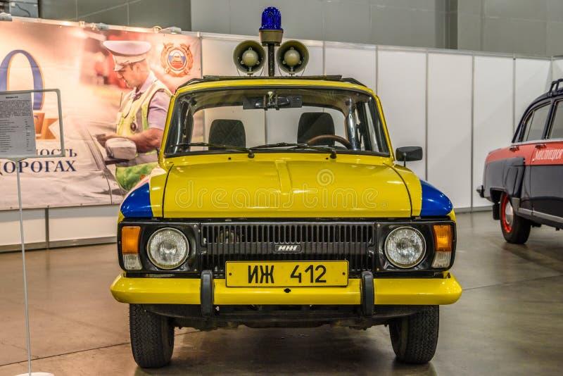 MOSKVA - AUGUSTI 2016: Polisen GAI som för milis IZH-412 framläggas på MIAS Moscow International Automobile Salon på Augusti 20,  fotografering för bildbyråer