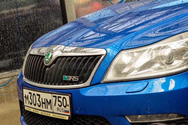 Moskva för blå bil för skodaoctaviars buble royaltyfria bilder