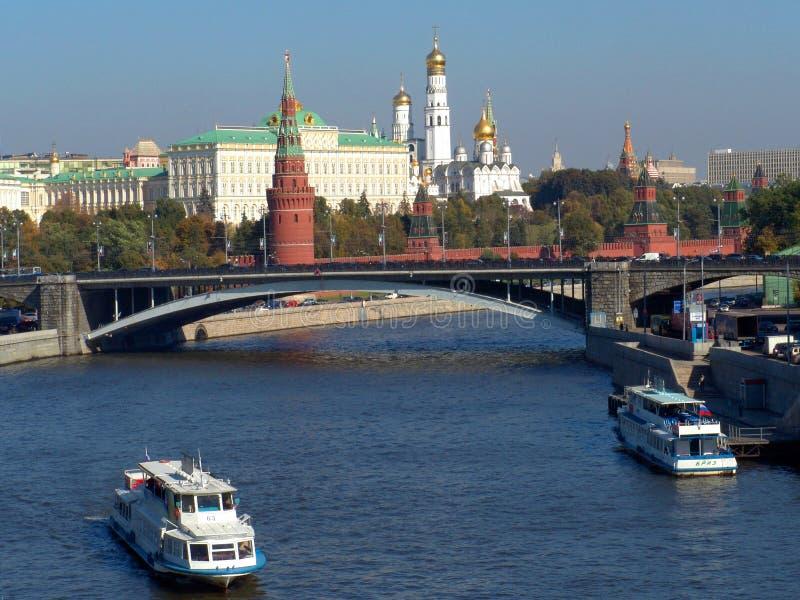 Moskva flod, den stora stenbron (Ryssland) arkivbilder