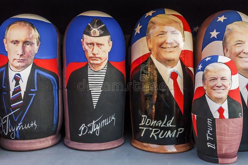 MOSKVA RUSSIA-DECEMBER 17, 2017: Rysk traditionell leksak - Matr royaltyfria foton