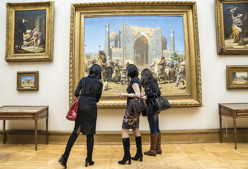 MOSKVA RUSSIA-MARCH 1: Den statliga Tretyakoven Art Gallery i Mosco arkivbilder