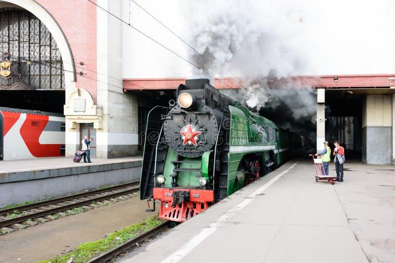 Moskva, Ryska federationen - 17 augusti 2019: Turister med tåg Moskva - Ryazan från stationen Kazan royaltyfri fotografi