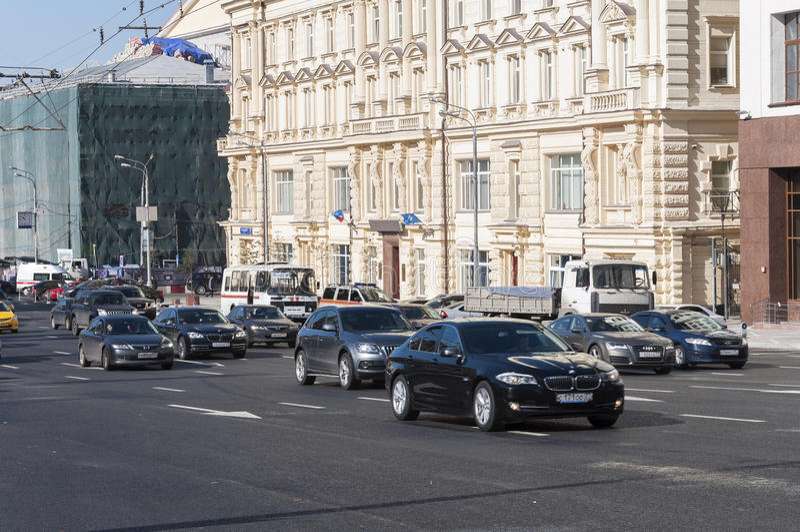 Download Moskva Ryssland 21 09 2015 Allmän Sikt Och Trafiken På Teatergatan Redaktionell Arkivbild - Bild av centralt, mycket: 78728862