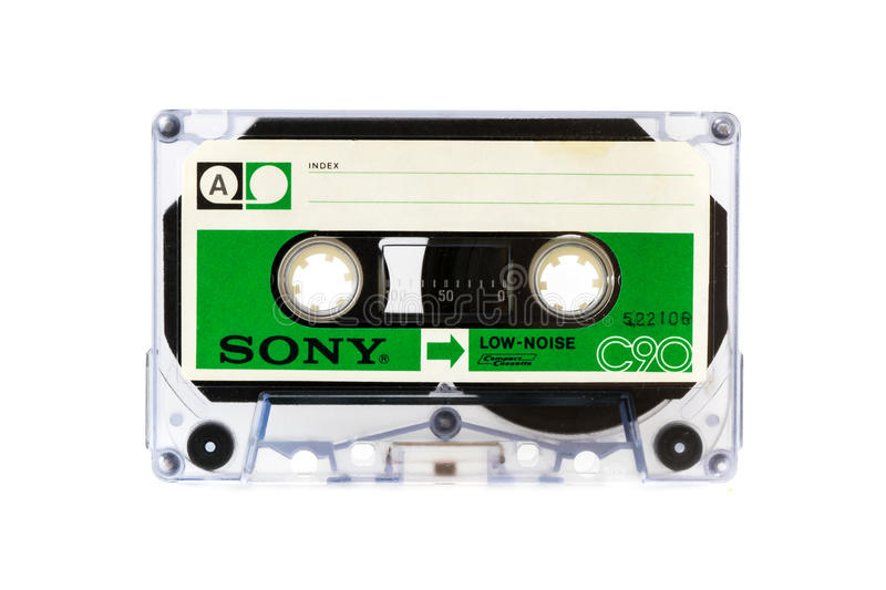 MOSKVA RYSSLAND - APRIL 28, 2016: Cassete för SONY ljudsignalöverenskommelse som isoleras på vit bakgrund Sid A arkivbilder