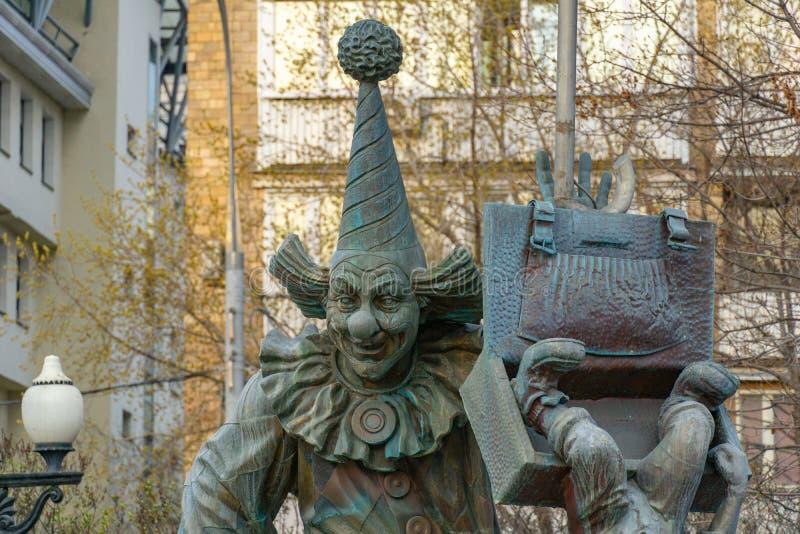 Moskva Ryssland - April 29, 2019: En bronsstaty av clownen på clowner kvadrerar på den Tsvetnoy boulevarden royaltyfria foton