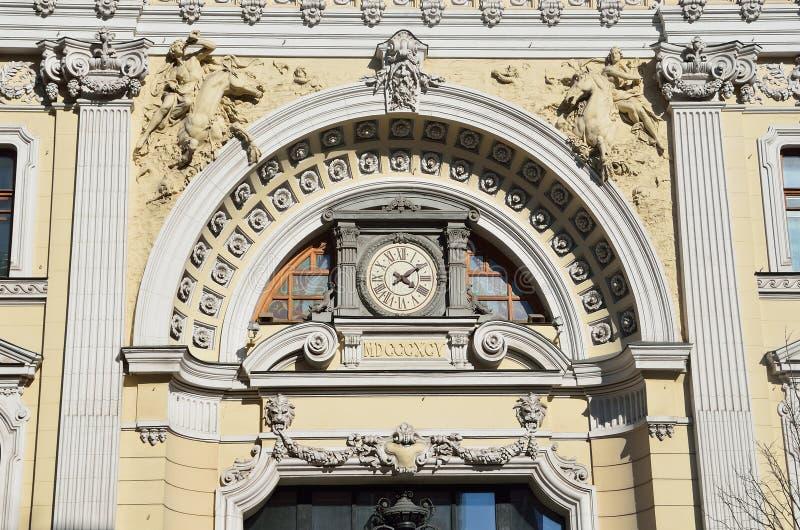 Moskva Ryssland, April, 15, 2017 Fragmentet av huvudbyggnaden av komplexet av Sandunovsky badar på Neglinnaya, 14 royaltyfri fotografi