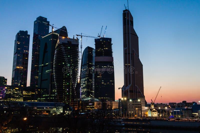 Moskva Ryssland - April 09, 2013 Mitt för Moskvastadsaffär på fotografering för bildbyråer