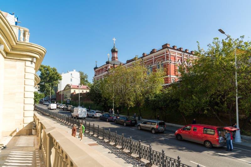 Moskva Ryssland - Augusti 31 2017 Kyrktaga i namn av den Kazan symbolen av modern av guden i Oskuld-jul kloster royaltyfri foto