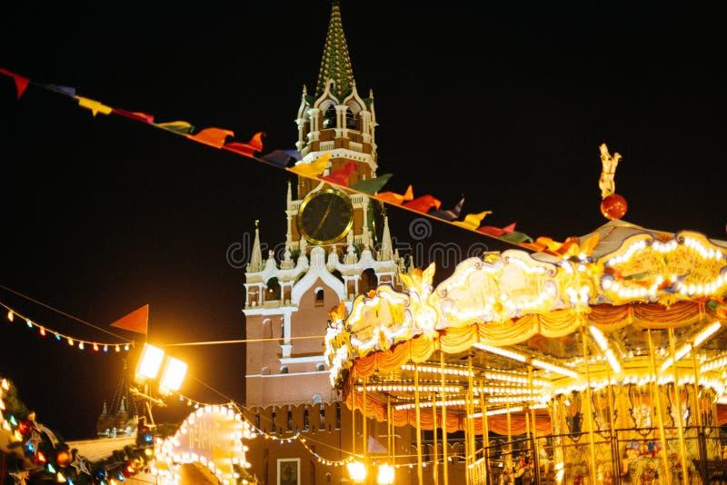 Moskva Ryssland - December 1, 2016: dekorerat av den röda fyrkanten för nytt år i Moskva, GUMMI och julen royaltyfria bilder